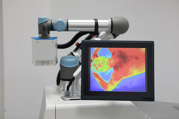 Photo 2 - Robotic technology at the service of COVID patients