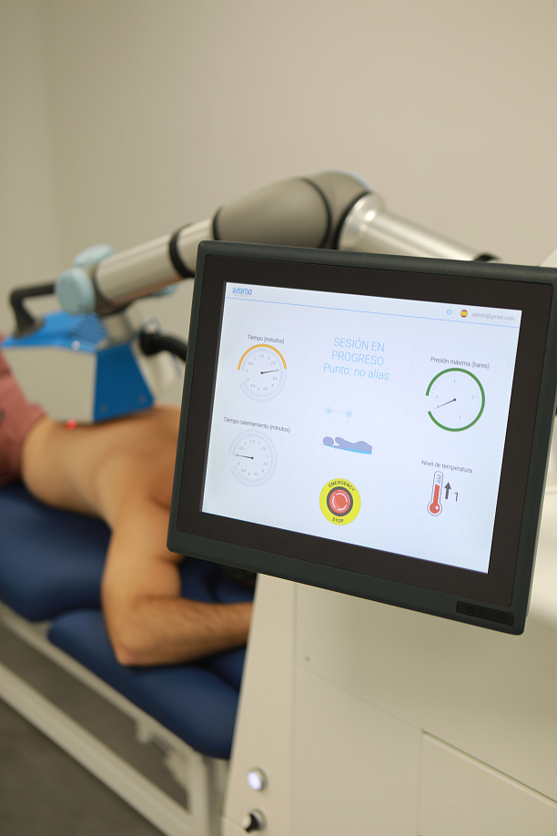 Photo 1 - Robotic technology at the service of COVID patients